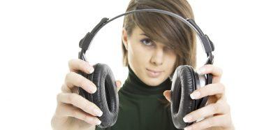 Consejos para Protegerse de los Peligros de los Auriculares