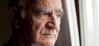 Los Audífonos Ayudan a Frenar la Depresión
