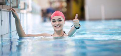 Cuida tus oídos en las piscinas climatizadas